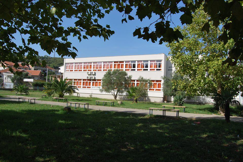 Shkolla e mesme, V. Bashkim
